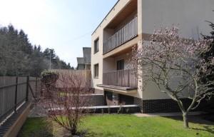 Prostorný dům 7+2  v zeleni, 3x garáž celkem pro 4 auta, techn zázemí, zahrada s grilem a bazénemPraha – Měcholupy