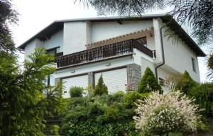 Výjimečný dům 6+2 s nádhernou parkovou zahradou, jezírkem s vodopádem a lekníny, vlastním lesem, garáží,  bazénem, domkem pro hostyPyšely (Benešovsko)
